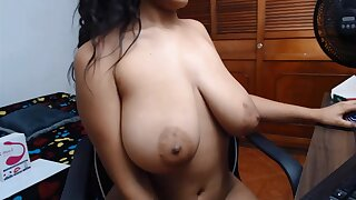 Amateur Latina bitch boasts of her giant boobs