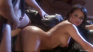 Hardcore pussy fuck and a cumshot for Mariah in nylon stockings