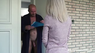 Young 19 yo post girl Missy Luv gets herald with old nude exhibitionist