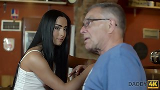 Old fart fucks bonny young brunette Anna right on the table before bar